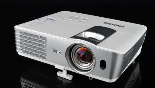 BenQ W1070 vs Epson 8350