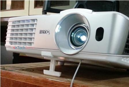 BenQ W1070 Vs Epson 2030